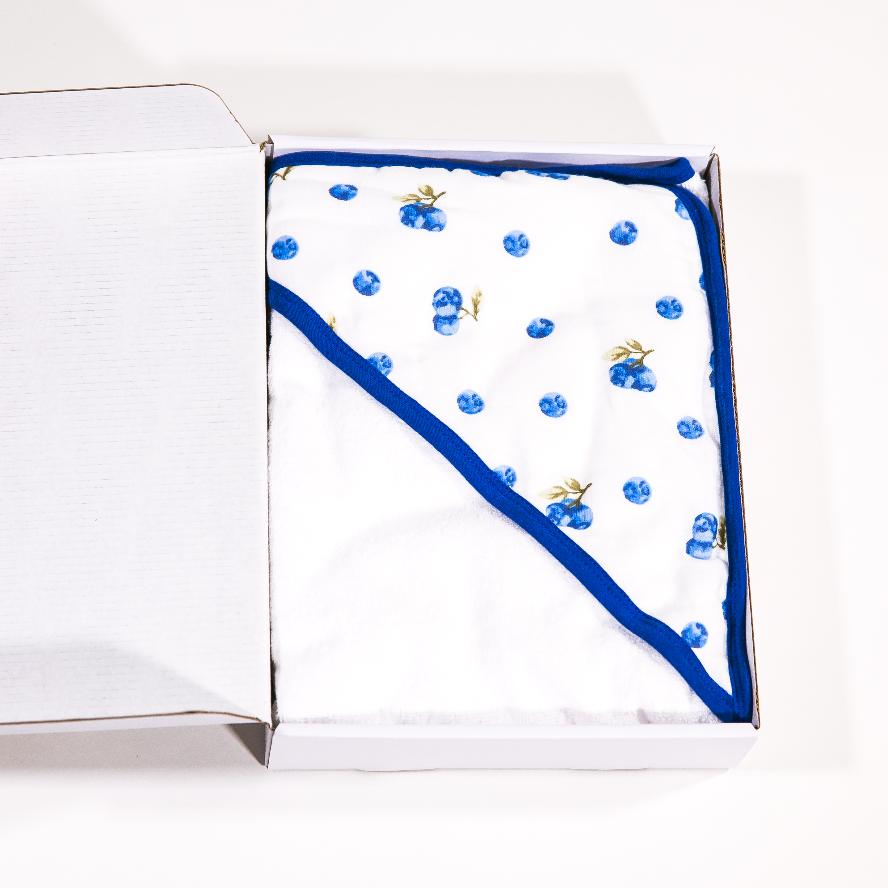 Baby hooded towel made of organic cotton blueberries